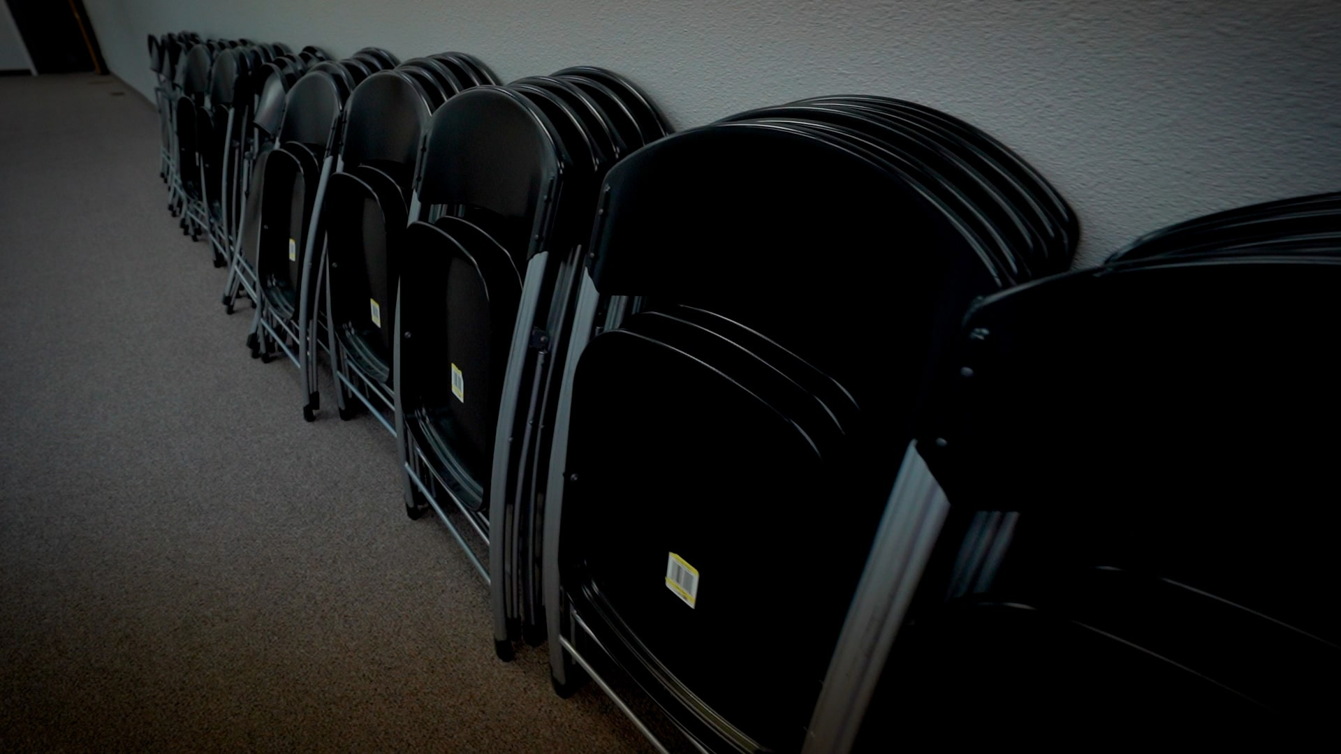 Event Chairs Great for Family Gatherings, Birthday Parties, and Banquets